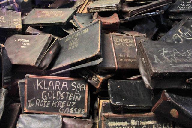 Malas que pertenciam aos judeus, expostas no Auschwitz-Birkenau Memorial and Museum