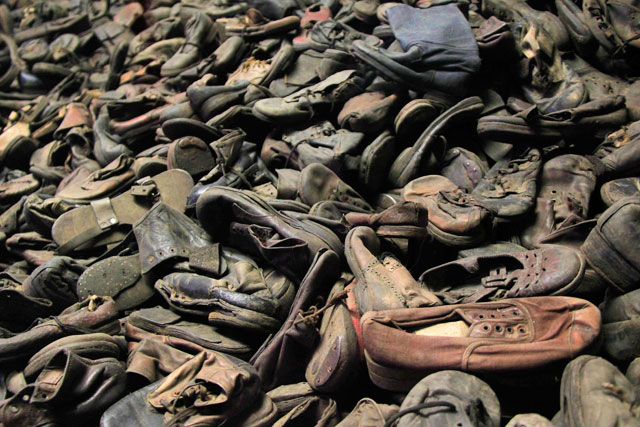 Sapatos que pertenciam aos judeus, expostos no Auschwitz-Birkenau Memorial and Museum
