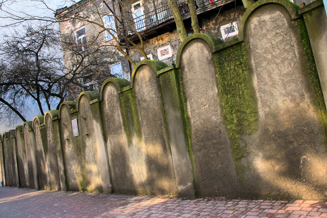 Fragmento da muralha do Gueto Judaico de Cracóvia, na Rua Lwowska