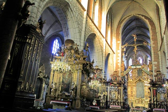Interior da Basílica de Corpus Christi