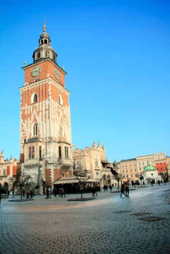 Praça do Mercado. Destaque para a torre do relógio da antiga prefeitura