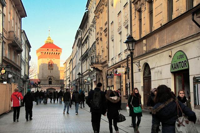 Rua Floriańska. Portão de São Floriano ao fundo