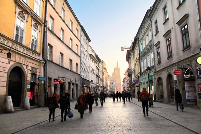 Rua Floriańska. Igreja de Santa Maria ao fundo
