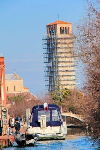 Campanário pendente da Basilica di Santa Maria Assunta, em Torcello