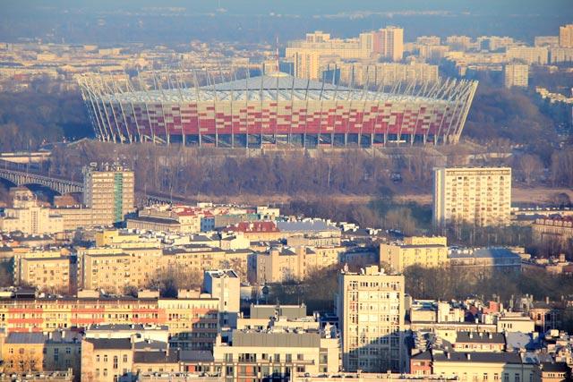 Estádio PGE Narodowy visto do terraço do Palácio da Cultura e Ciência