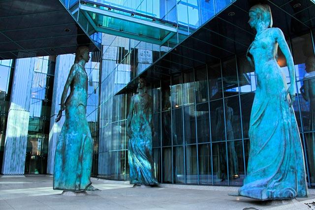 Esculturas no edifício da Corte Suprema da Polônia (Sąd Najwyższy)
