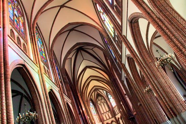 Interior da Catedral de São Miguel Arcanjo e São Floriano, o Mártir