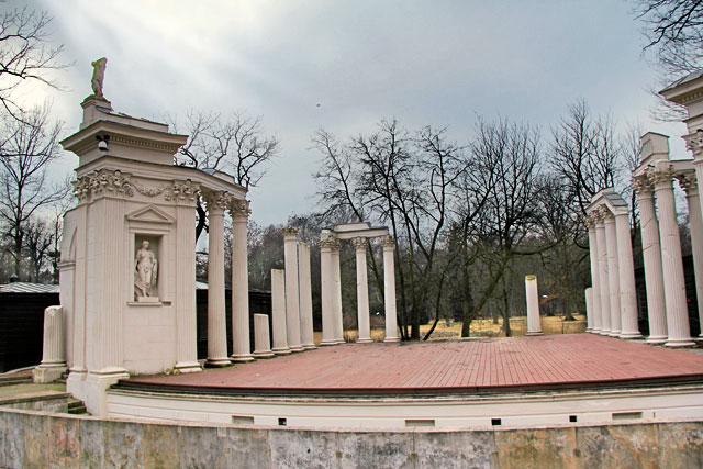 Palco Romano do Teatro na Ilha (Amfiteatr), no Parque Łazienki