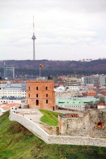 Torre de Gediminas vista da Colina das Três Cruzes