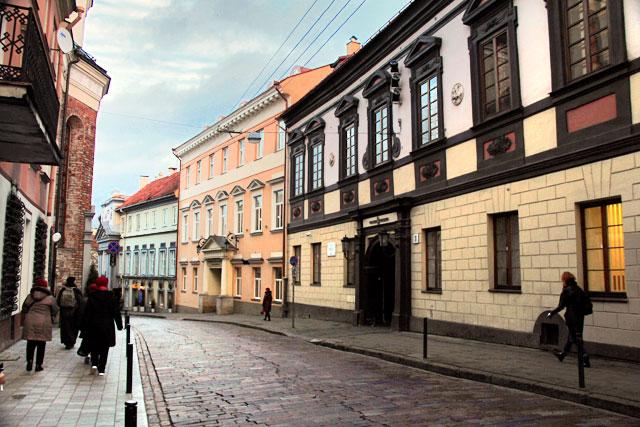 Rua Dominikonų, nas imediações da Universidade de Vilnius