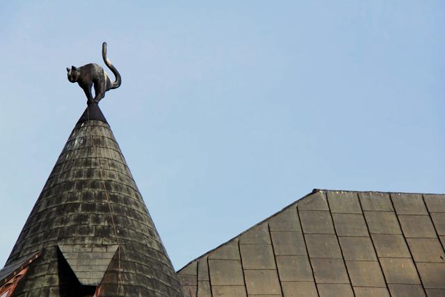 Detalhe do telhado da Casa do Gato