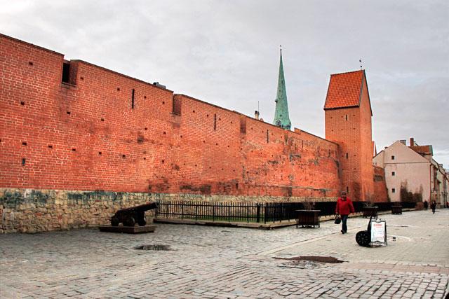 Portão Sueco (Zviedru vārti), na Rua Torņa