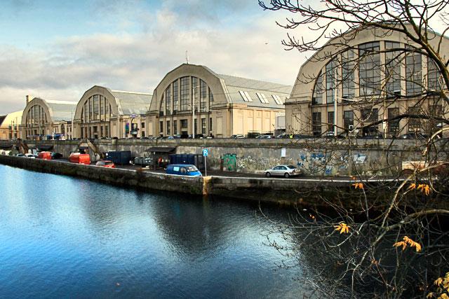 Mercado Central visto do terminal rodoviário de Riga
