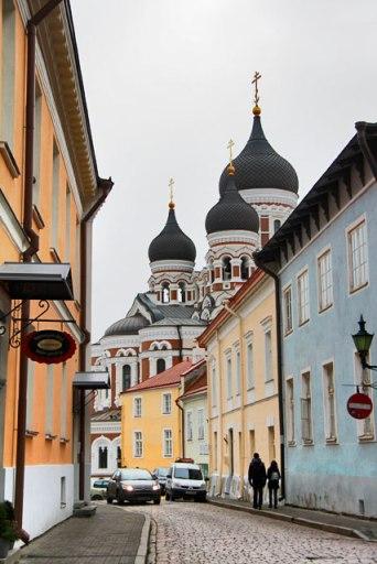 Rua Piiskopi, em Toompea. Catedral de Alexandre Nevsky ao fundo