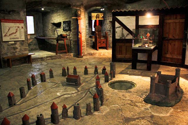 Exposição do museu da Torre Kiek in de Kök