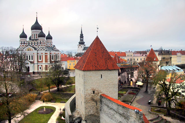 Vista do café da Torre Kiek in de Kök. Destaque para a Catedral de Alexandre Nevsky