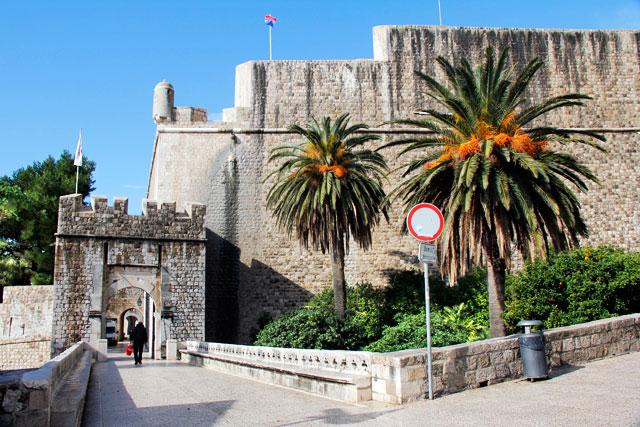 Portão Ploče e a Fortaleza Revelin