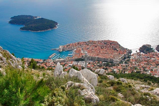 Ilha de Lokrum e Cidade Velha vistas do Monte Srđ
