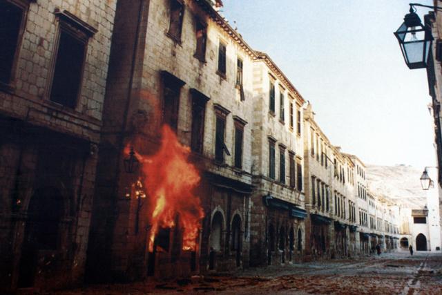 Stradun durante o Cerco de Dubrovnik. Foto: Bracodbk. Disponível em en.wikipedia.org