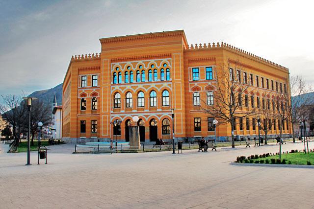 Edifício do Gimnazija Mostar, na Praça Espanhola