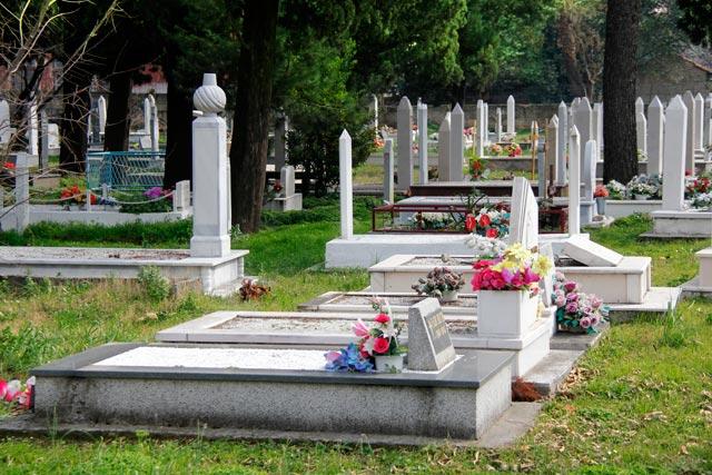 Cemitério da rua Kneza Mihajla Viševića Humskog