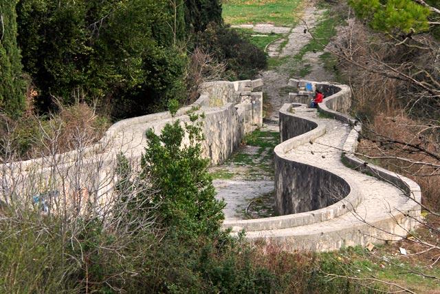 Entrada do Cemitério Memorial dos Partisans