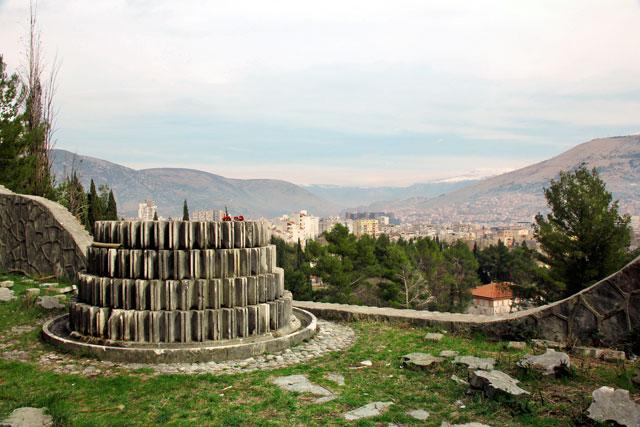 Mostar vista do alto do Cemitério Memorial dos Partisans
