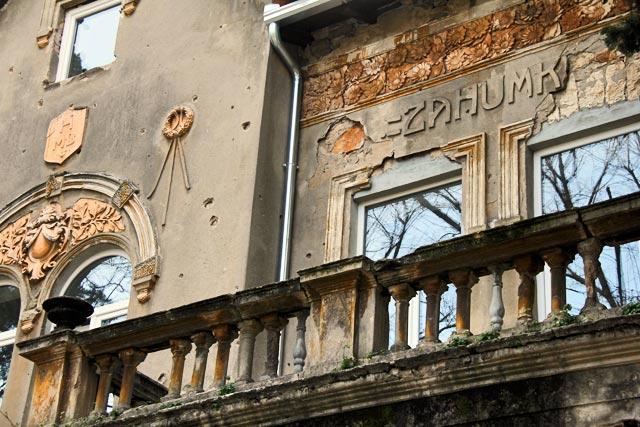 Detalhe de fachada no estilo art nouveau